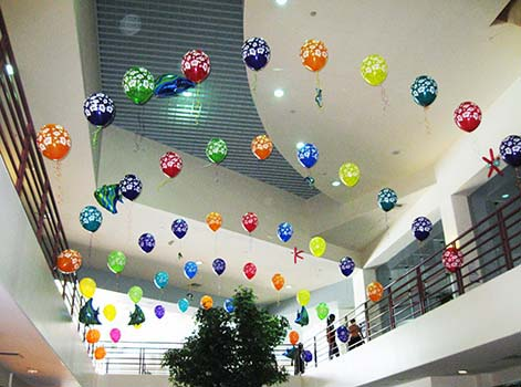 Balloons bouquets and creative event decorations for the for Atrium design and decoration