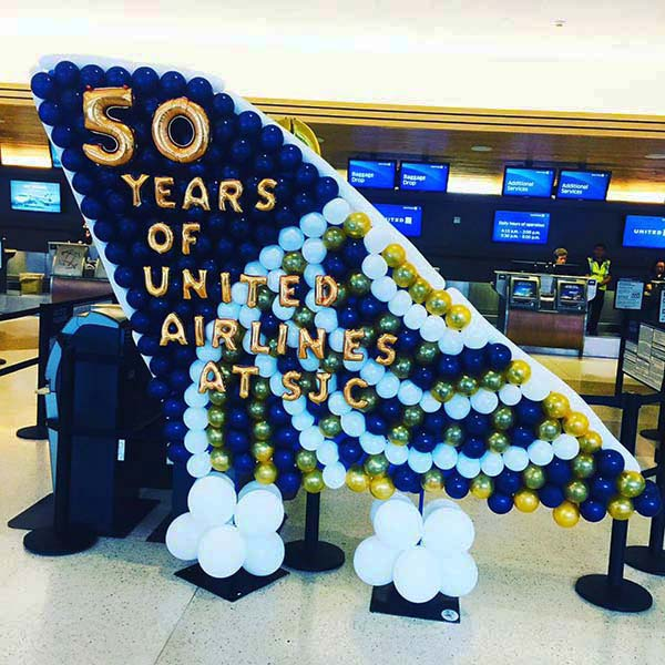 Nest Intern Event Decoration An Aircraft Vertical Stabilizer Balloon Prop Sculpture Celebrating Ubnited Airlines 50 Years Of Service At The