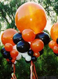 These 30 inch diameter orange balloon bubbles are created with collars of orange and black balloons to serve as area decorations visually carrying the Halloween theme throughout a venue